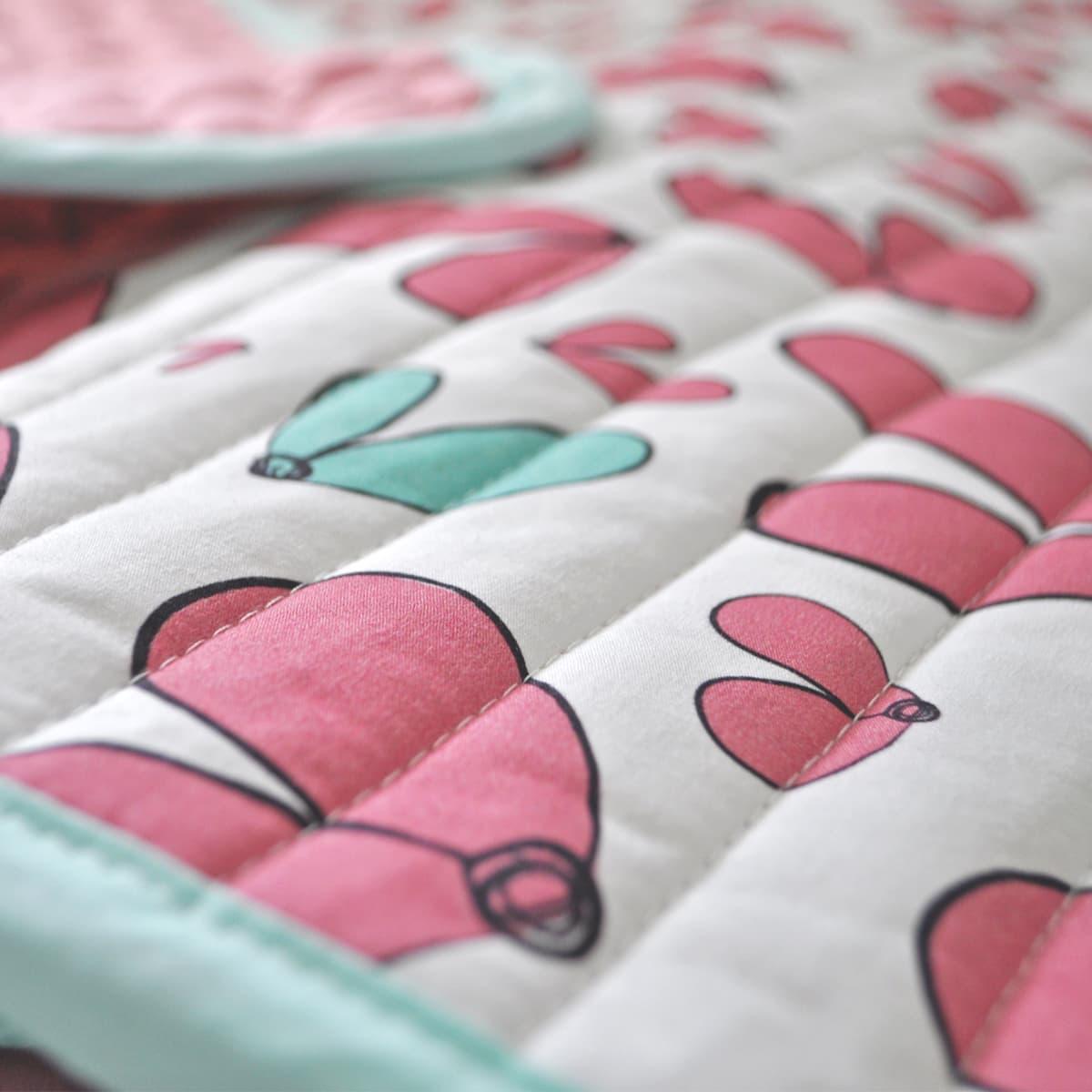 שמיכה לתינוק דגם ילדת לבבות