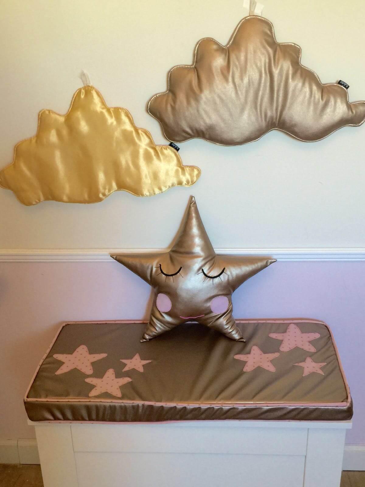 כרית כוכב בצבע זהב כרית בצבע זהב אקססוריז עיצוב חדר ילדים