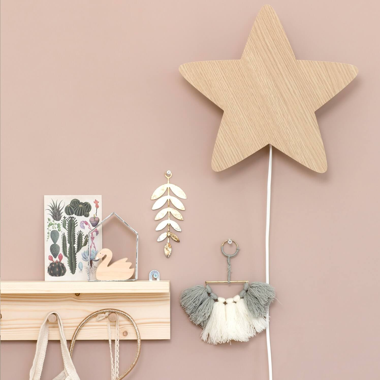 מנורת לילה צמודת קיר כוכב עץ