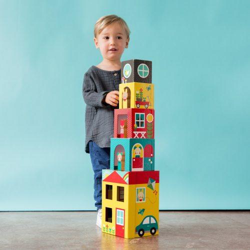 מגדל קוביות מקרטון