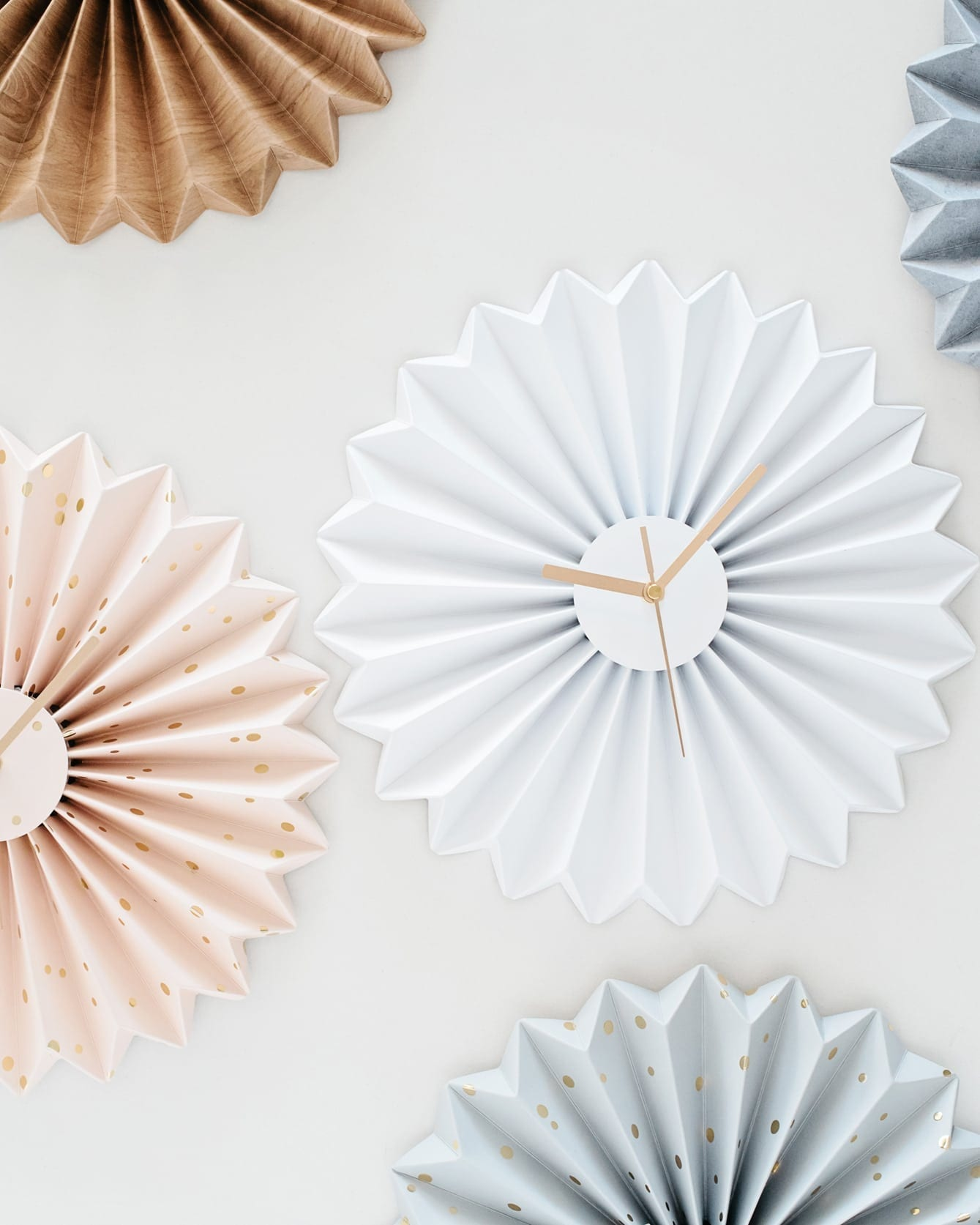 שעון קיר אוריגמי לבן