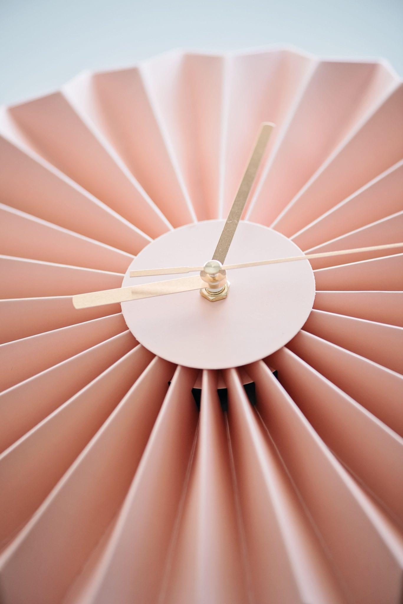 שעון קיר אוריגמי גוון פודרה