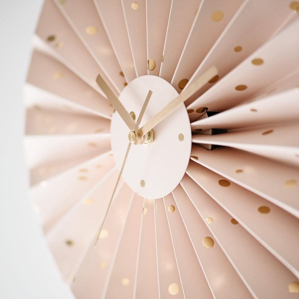 שעון קיר דגם קונפטי ורוד זהב