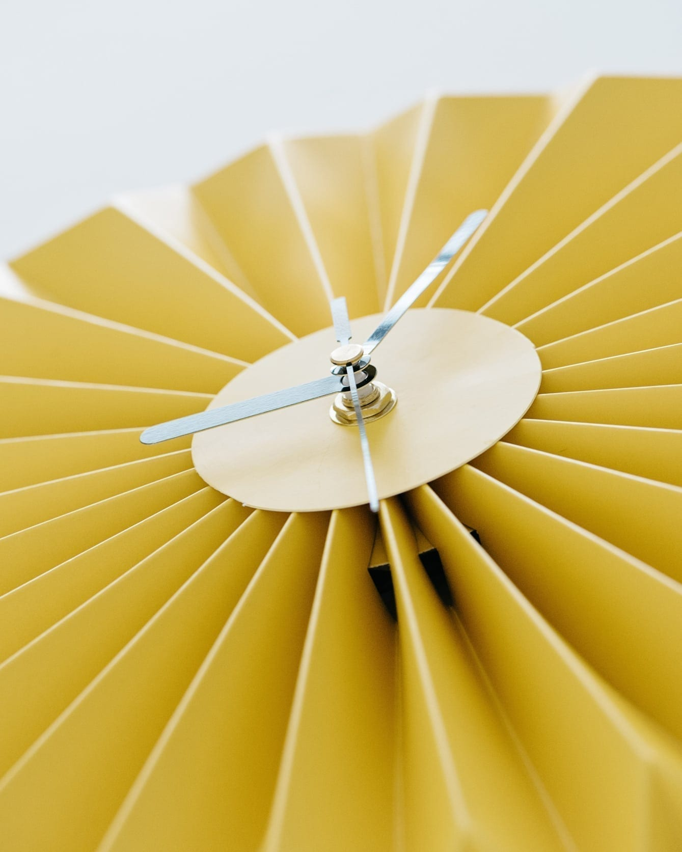 שעון קיר אוריגמי צהוב