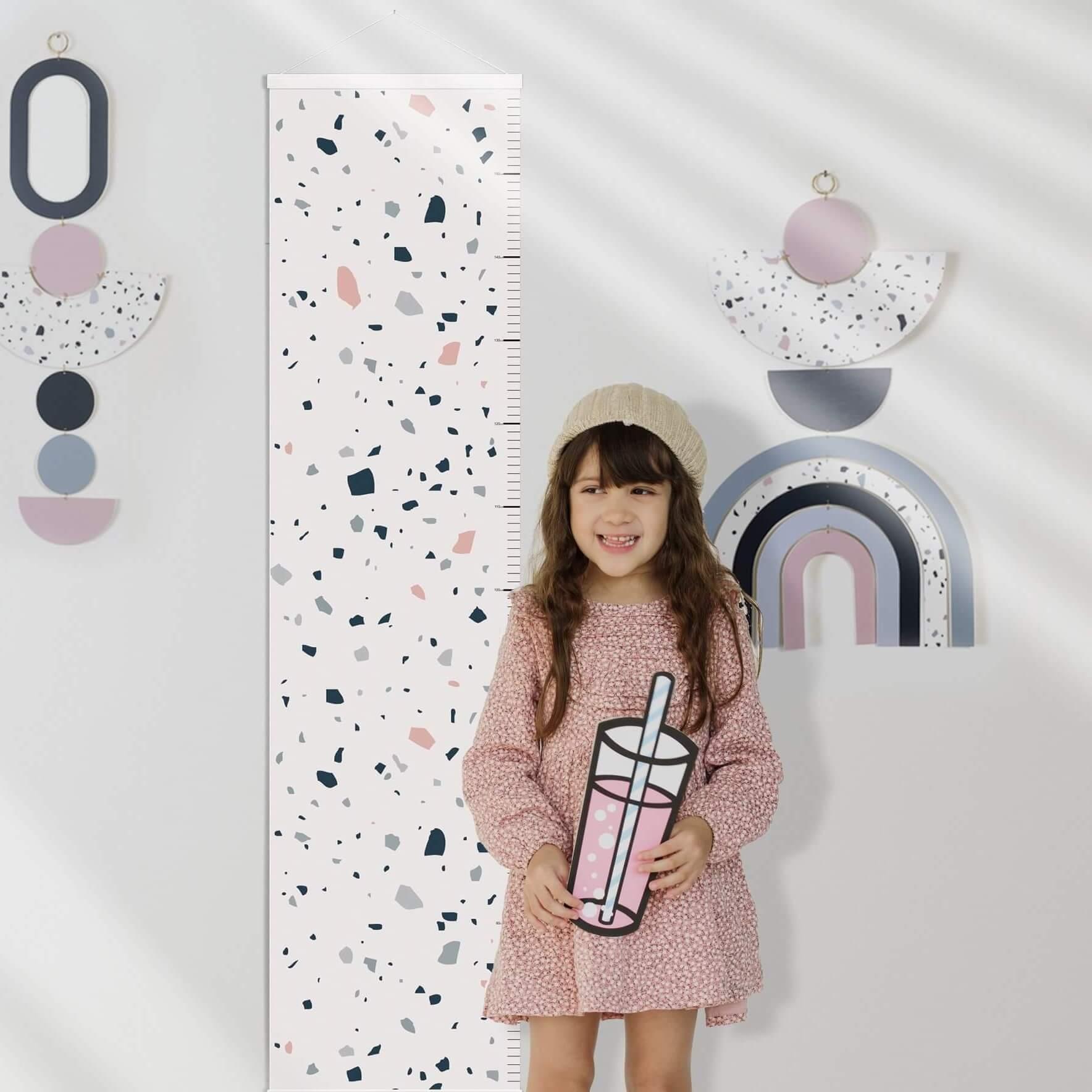 מד גובה לחדר ילדים דגם טרצו רקע לבן