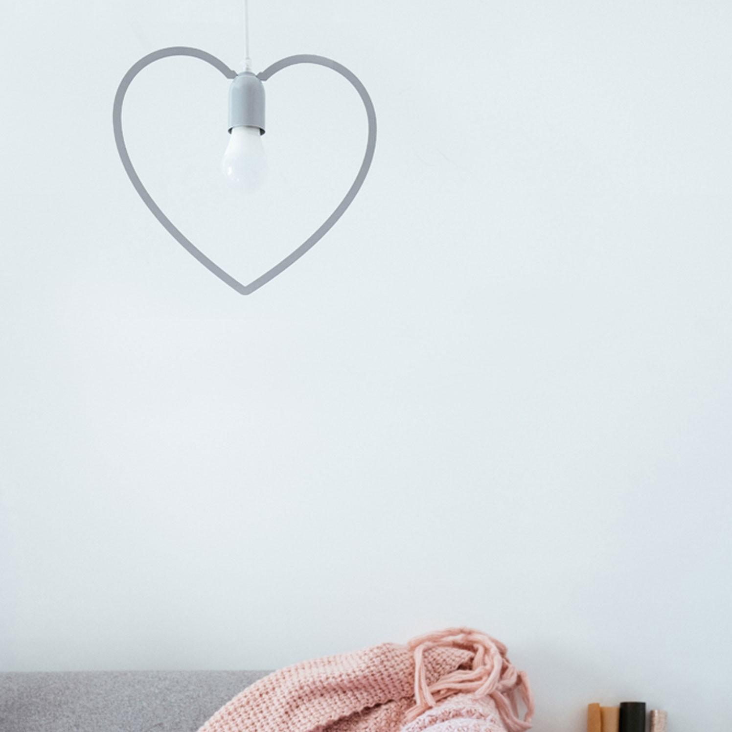 תאורה מהתיקרה בצורת לב אפור