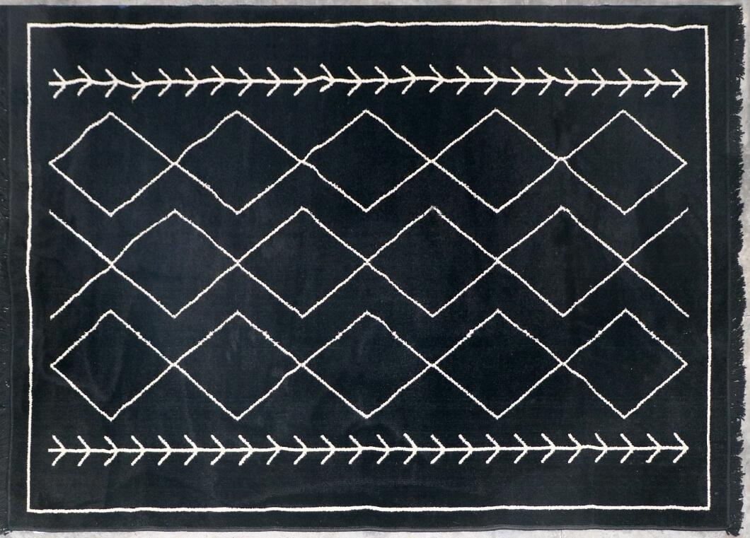 שטיח שחור מעויינים 120/180