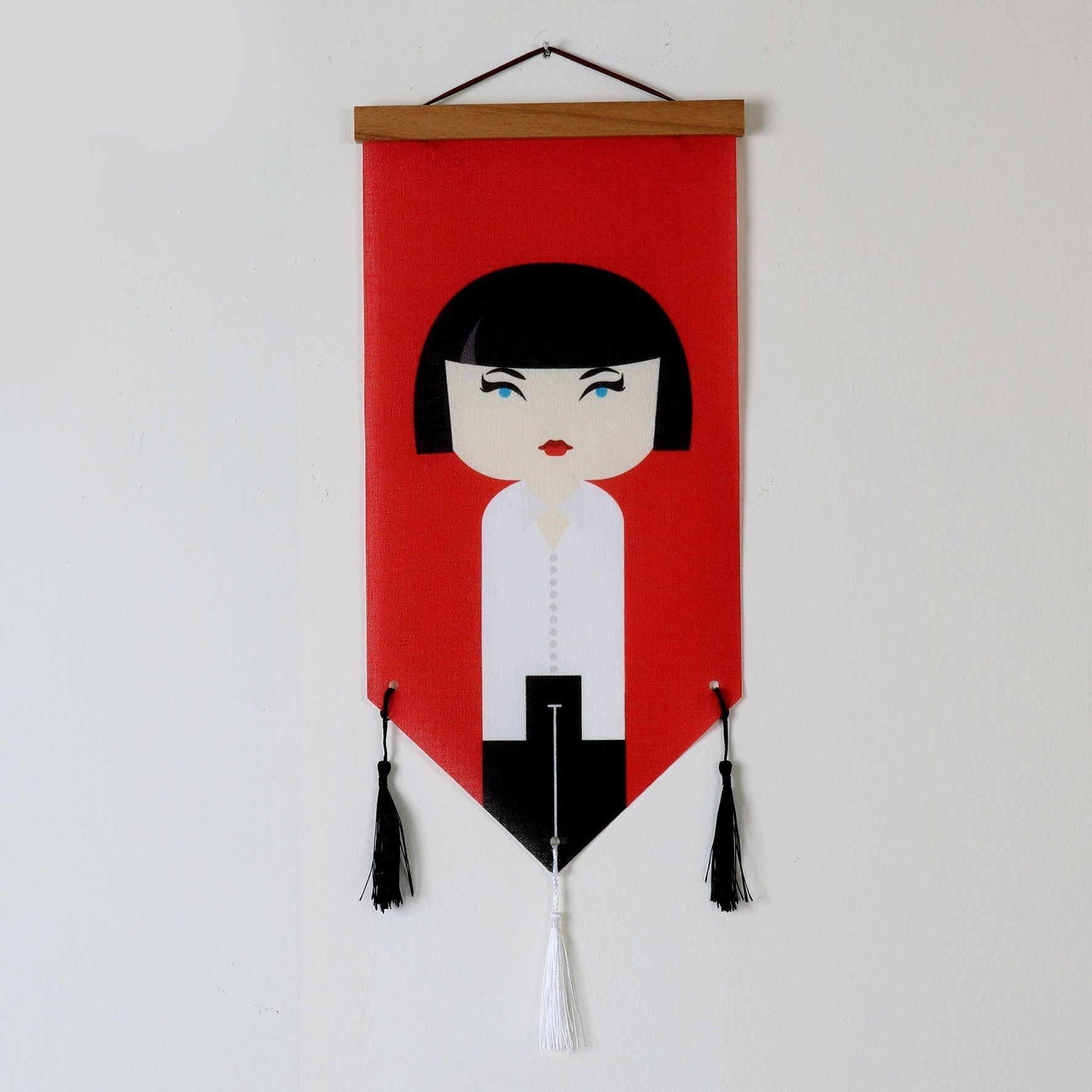 דגלון בד מעוצב לקיר אישה רקע אדום
