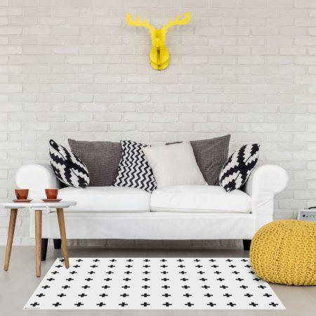 שטיח פי וי סי לבן פלוסים שחור