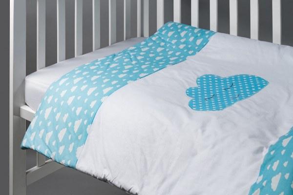 סט מצעים למיטת תינוק דגם עננים תכלת