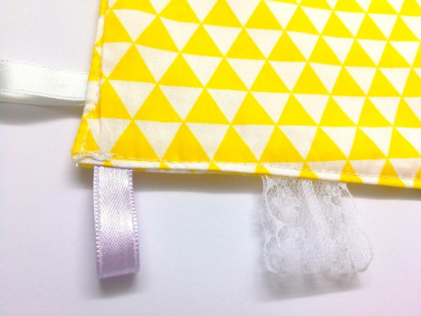 צהוב משולשים - שמיכי תווית