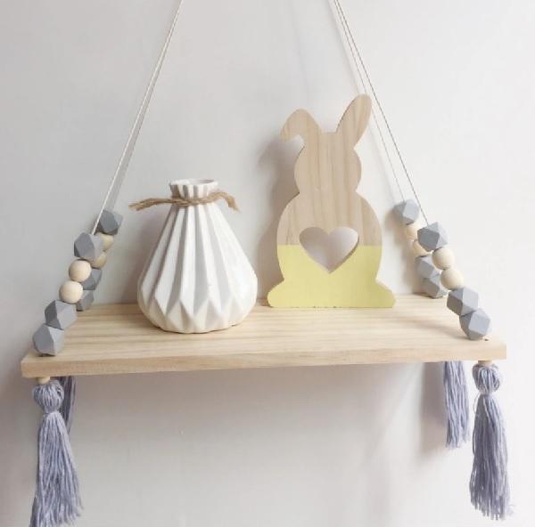 מדף עם חרוזים בצבע אפור מדף לחדר ילדים אקססוריז עיצוב חדר ילדים