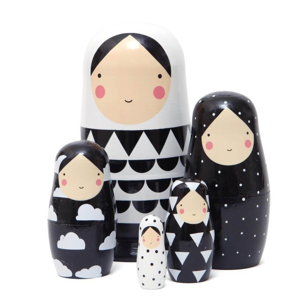 בבושקה שחור לבן אקססוריז עיצוב חדר ילדים
