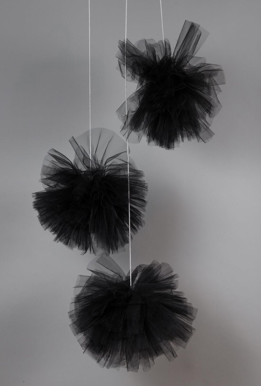 אקססוריז עיצוב חדר ילדים פונפון שחור