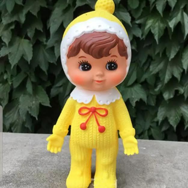 אקססוריז בובה לתינוק בצבע צהוב  לעיצוב חדר ילדים