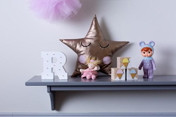 אקססוריז בובה לתינוק בובה יפנית לילדים בובה יפנית בצבע ורוד בהיר לעיצוב חדר ילדים
