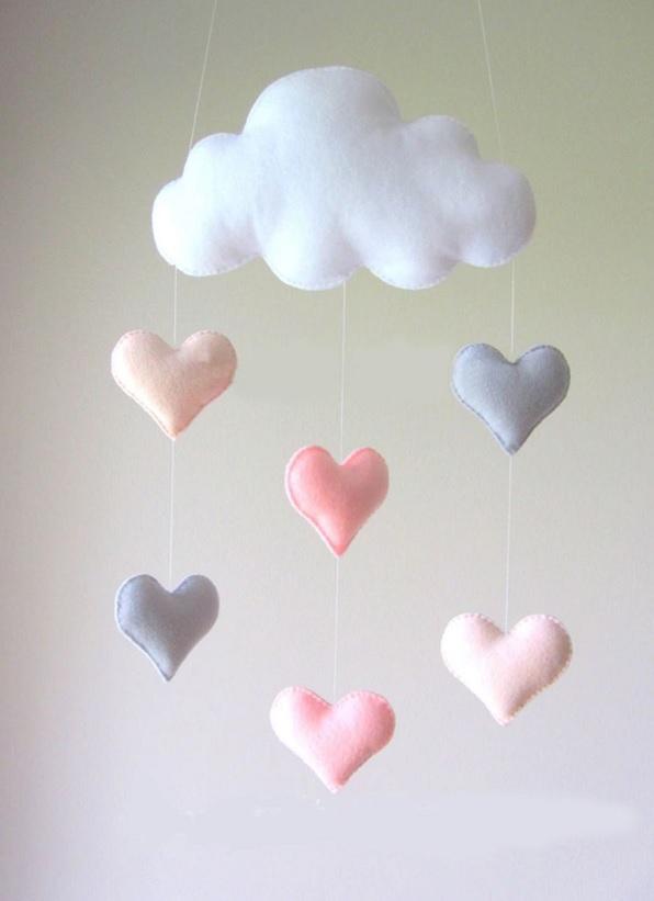 מובייל עננים ולבבות ורוד סגול אקססוריז עיצוב חדר ילדים