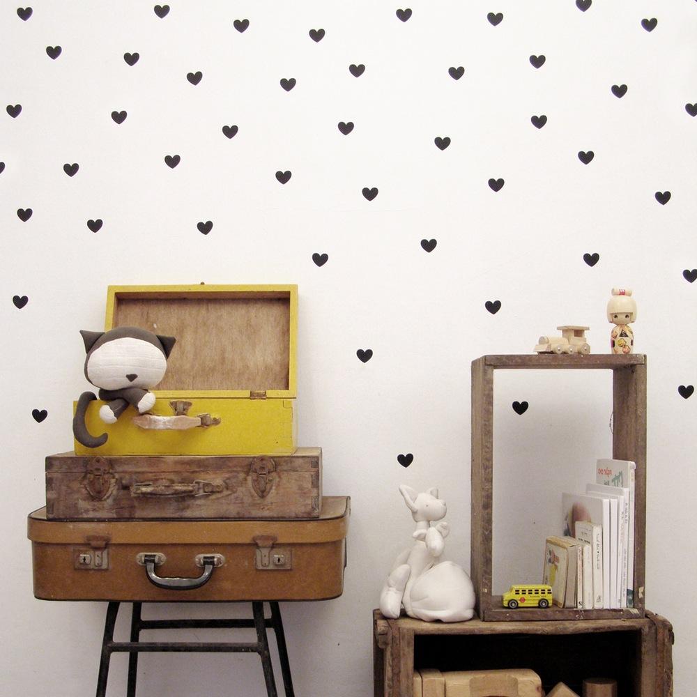 אקססוריז עיצוב חדר ילדים מדבקות קיר עגולות בצבע שחור נקודות שחורות מדבקות קיר