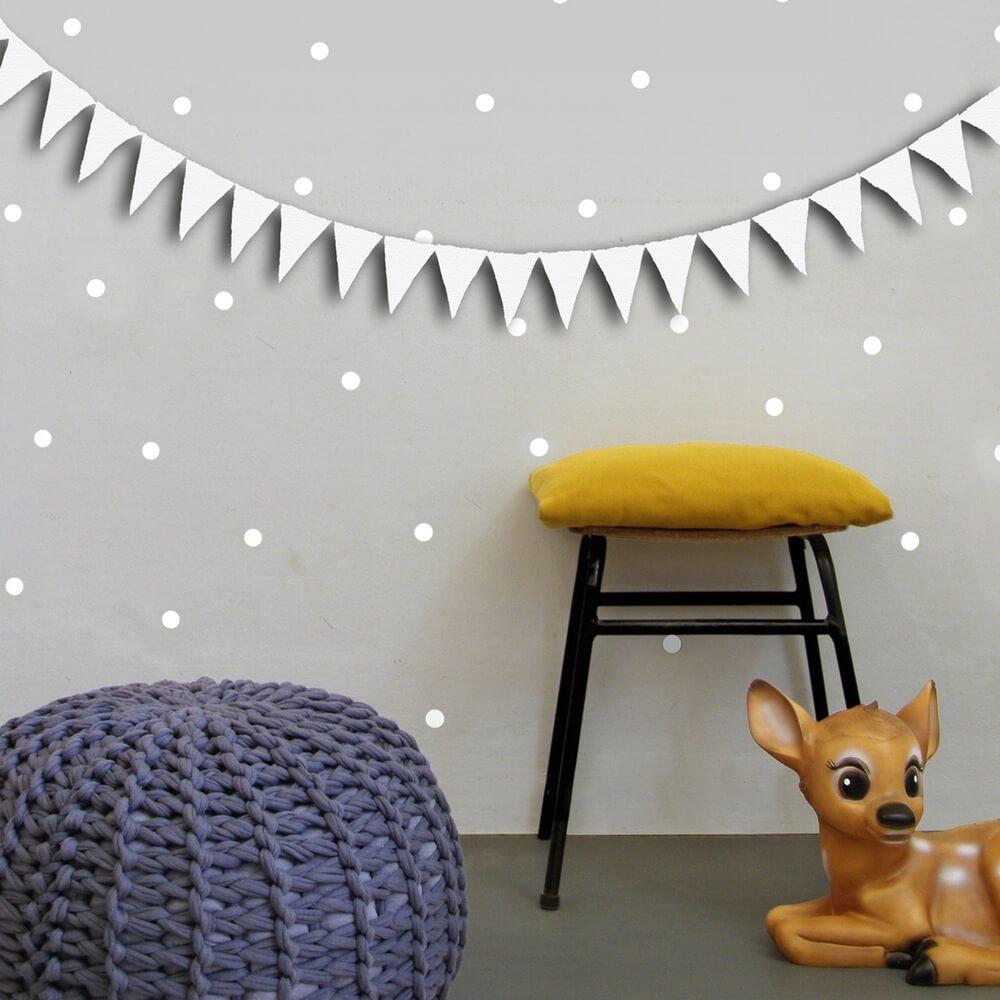 אקססוריז עיצוב חדר ילדים מדבקות קיר עיגולים בצבע לבן מדבקות קיר נקודות בצבע לבן