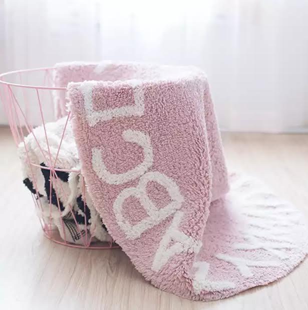 שטיח עגול ורוד ABC