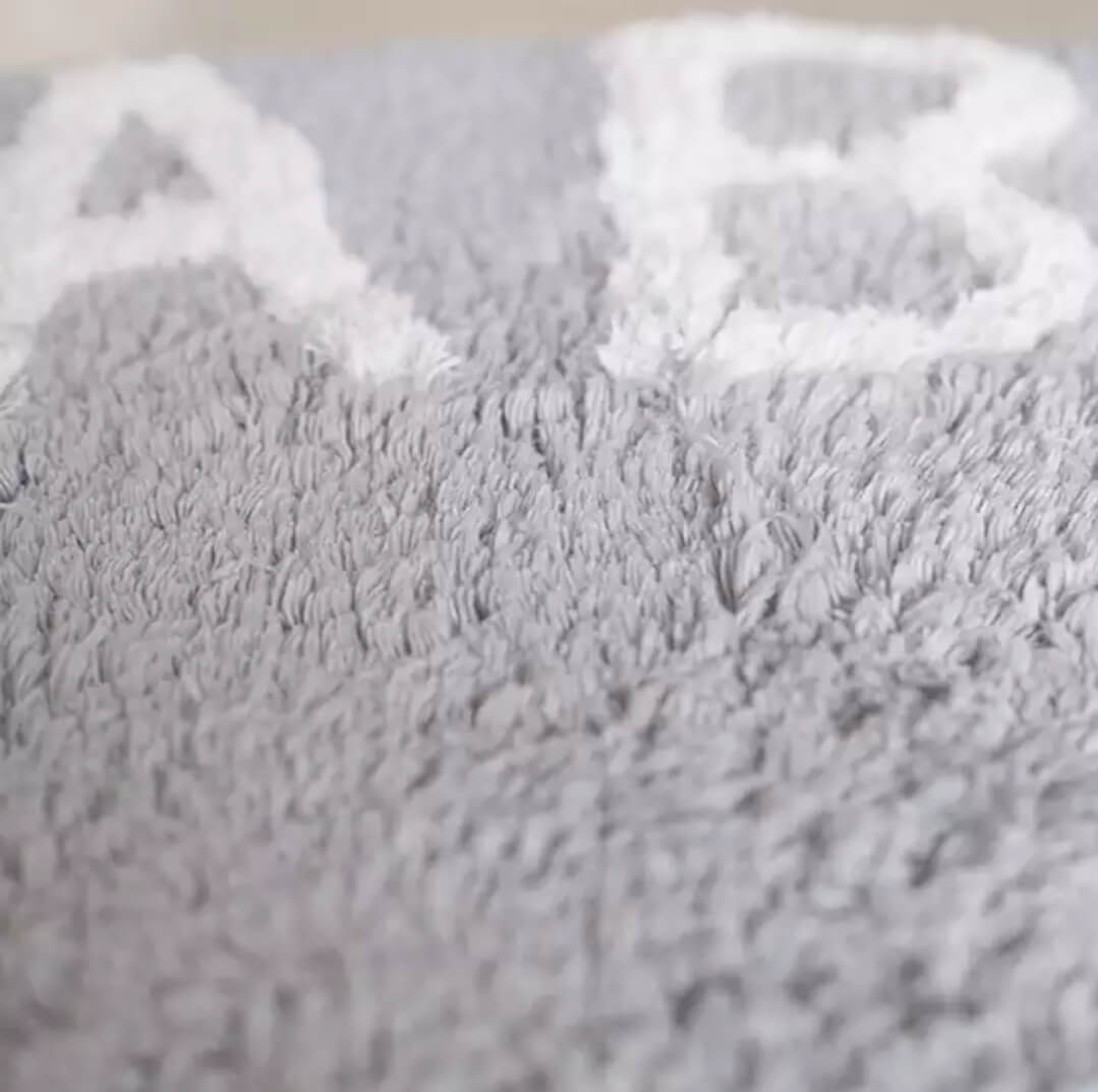 שטיח עגול 120 אותיות תכלת אפרפר
