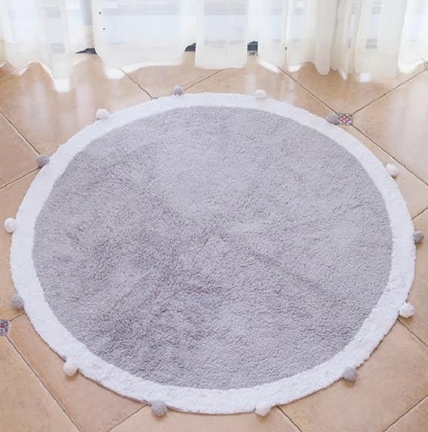 שטיח עגול לחדר ילדים אפור פונפונים