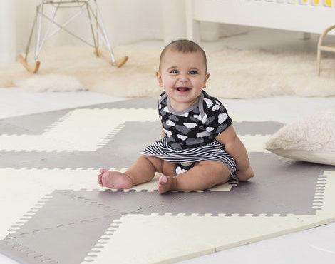 משטח פעילות לתינוק אפור לבן
