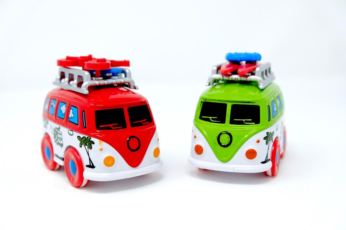 זוג אוטובוסים ממתכת
