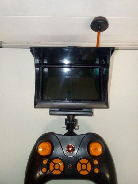 רחפן שומר גובה, מצלמה 2.0MP ומסך מובנה בשלט