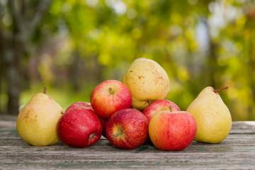 אגסים ותפוחים
