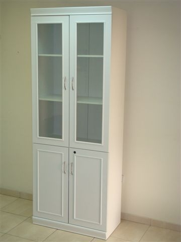ארון ויטרינה לבן מדמוי פורניר דלתות  פתיחה עליונות מזכוכית