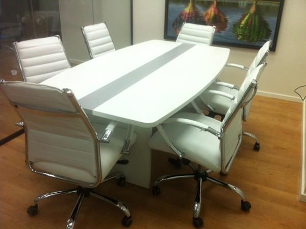שולחן ישיבות אובלי