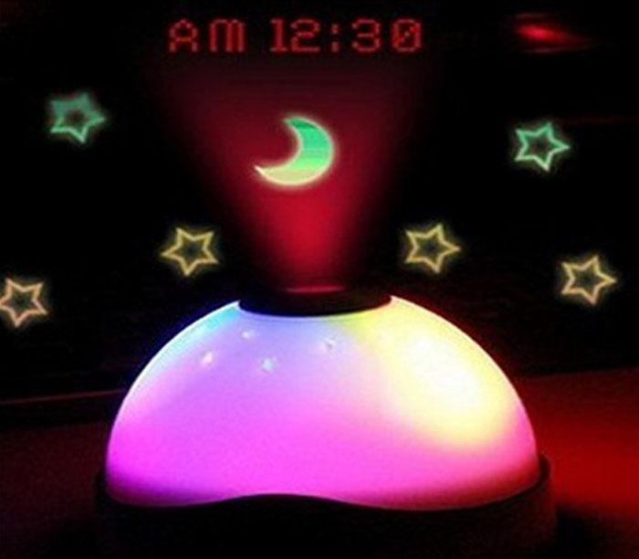 שעון מעורר מקרין שעה וכוכבים בתאורה צבעונית