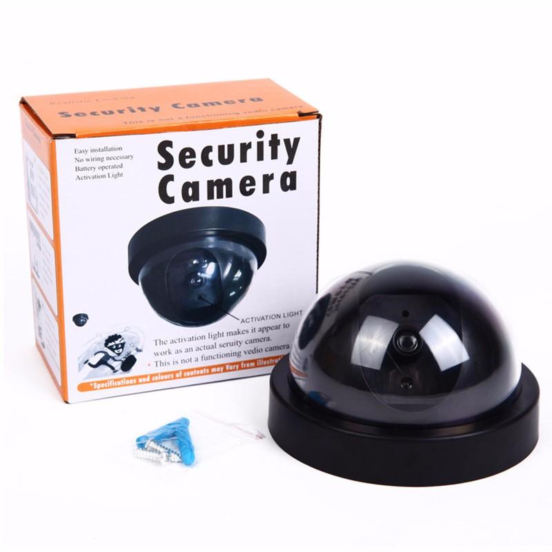 מצלמת אבטחה דמה עם לד אדום מהבהב