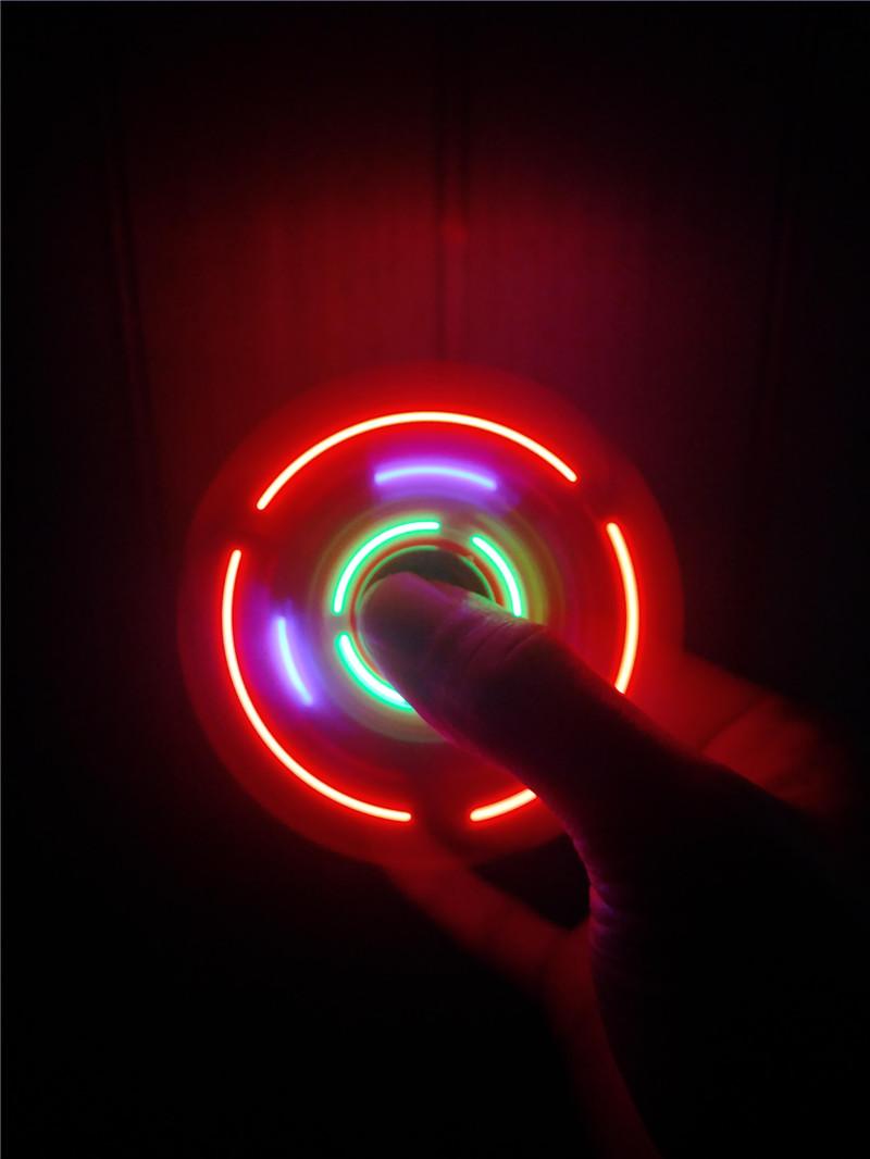 ספינר רמקול בלוטוס תאורה