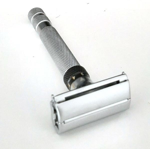 סכין גילוח מתכווננת בפתיחת פרפר כסוף TS68S