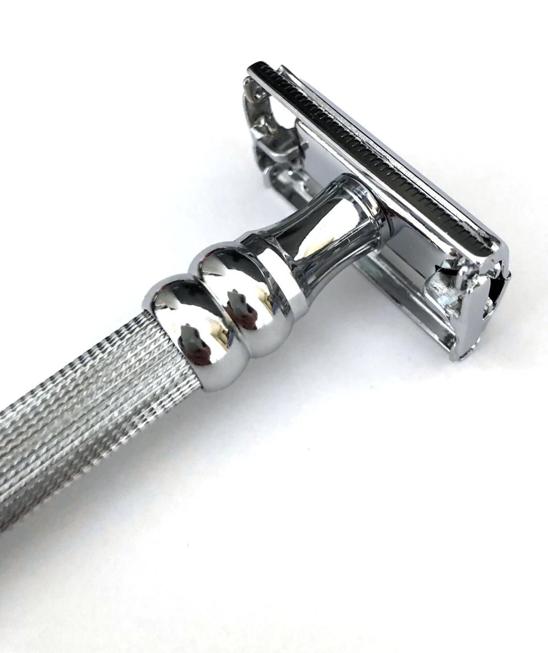 סכין גילוח של פעם בפתיחת פרפר SBF-15