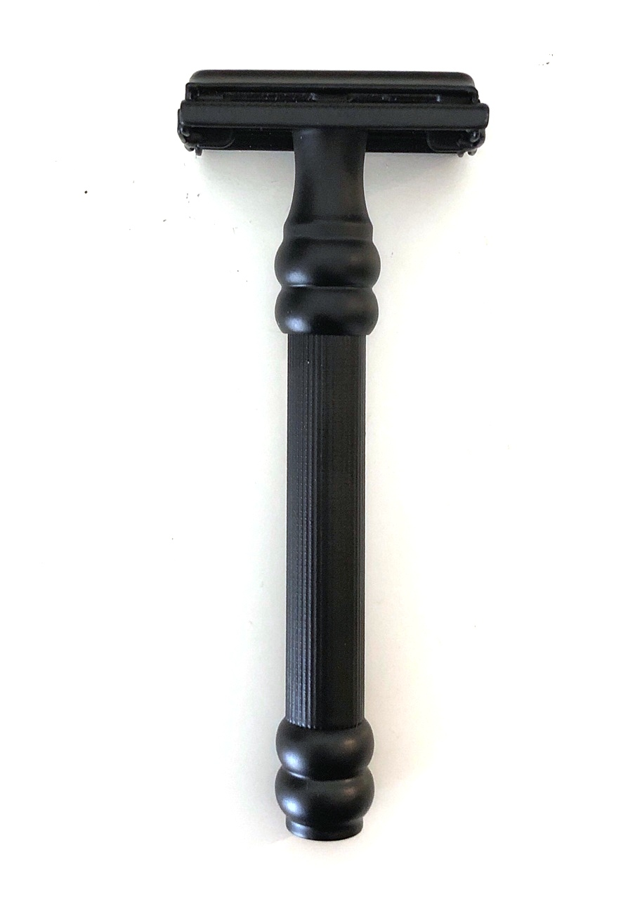 סכין גילוח של פעם בפתיחת פרפר TS11
