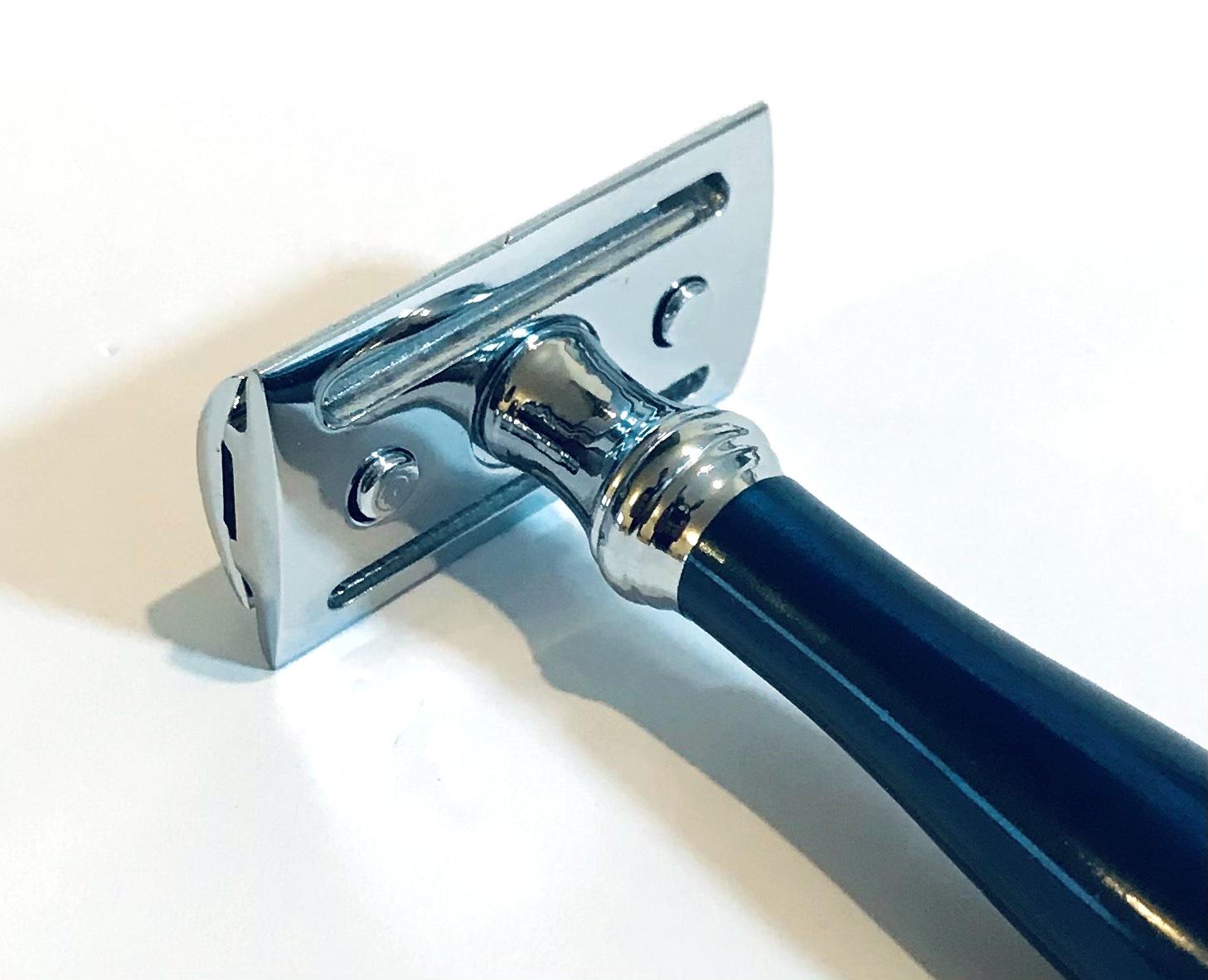 סכין גילוח של פעם ידית כחולה