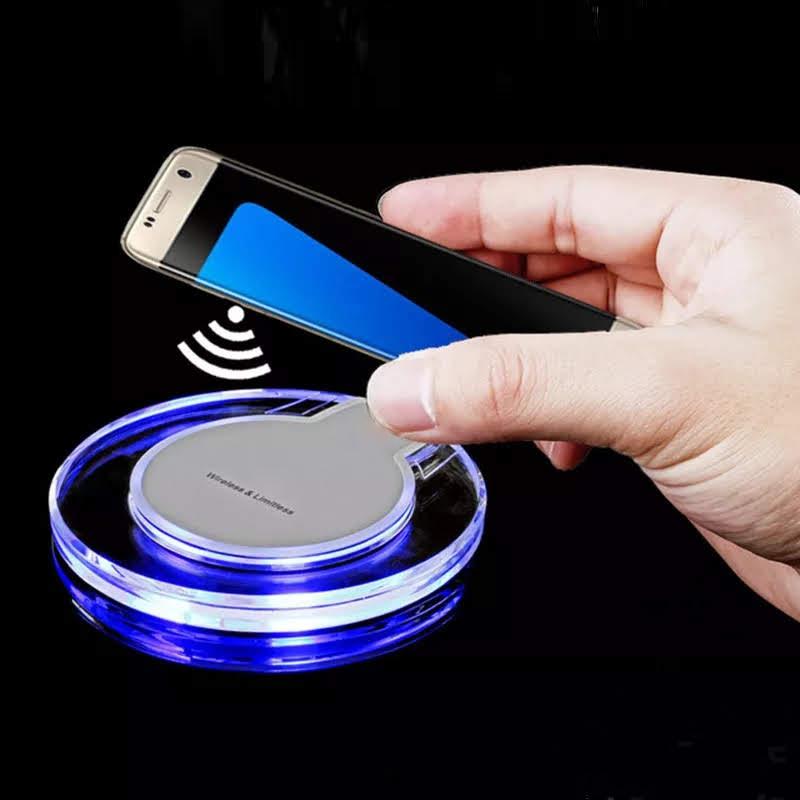 מטען אלחוטי אקרילי לבן עגול שולחני 5W לטלפונים ניידים