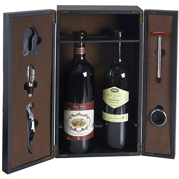 מארז עץ לשני בקבוקי יין עם לוחית ריקועים ו-5 חלקים דגם ריקועים