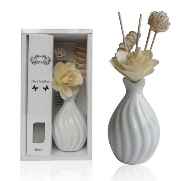 בקבוק מפיץ ריח עם מקלות במבוק מעוצבים כפרחים דגם פרפיום