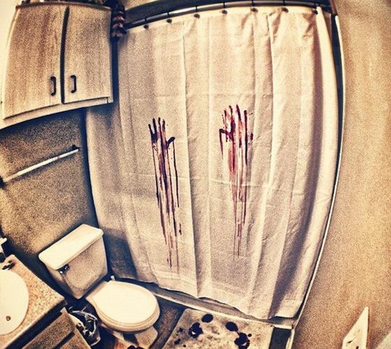 וילון אמבטיה - דם