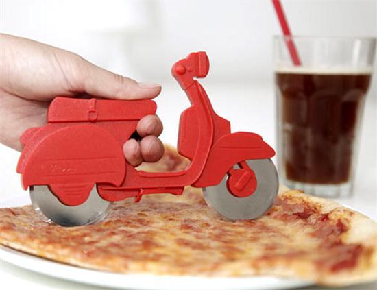 חותך פיצה בעיצוב אופנוע שליחויות