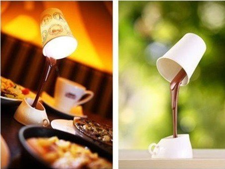 מנורת שולחן ניידת בעיצוב כוס קפה שנשפך
